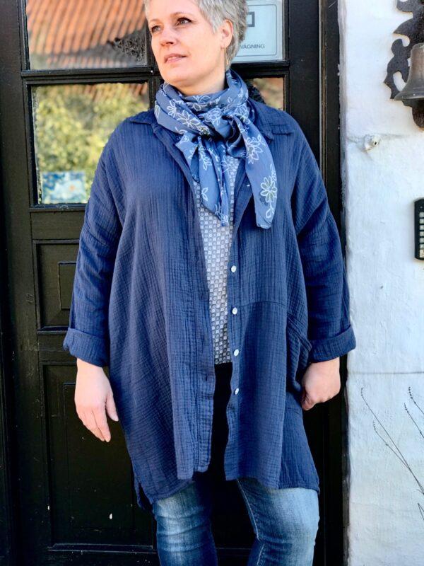 janne k. storskjorte blå