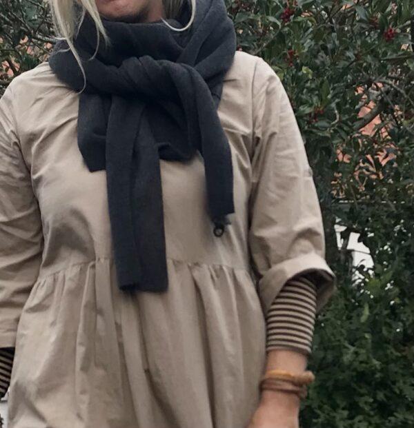 grå tørklæde